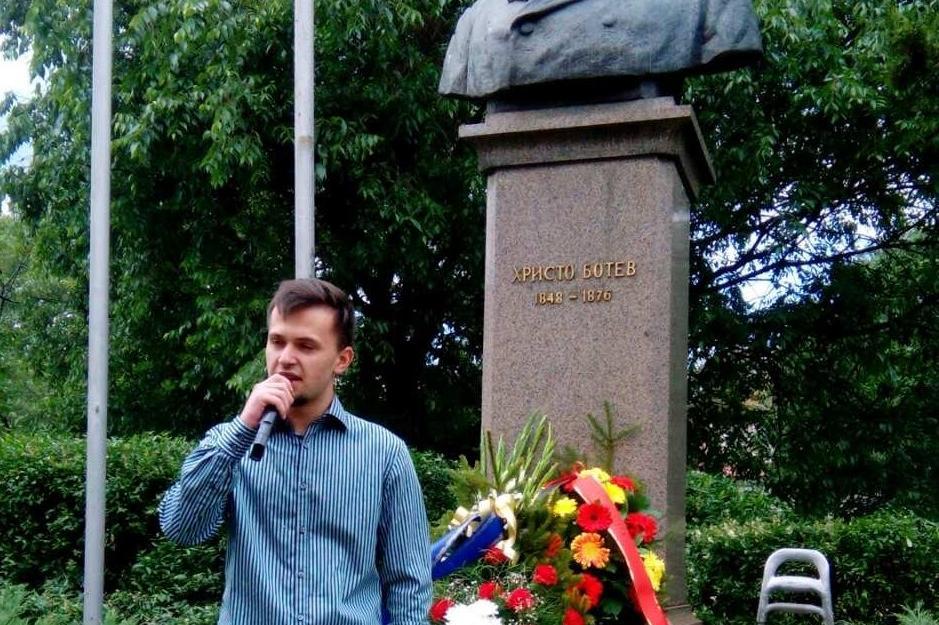 Кметове и ученици отдадоха почит на паметника на Христо Ботев