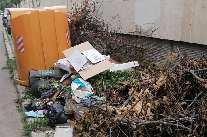 """Боклуци отлежават на """"Елемаг"""" до Немското посолство"""