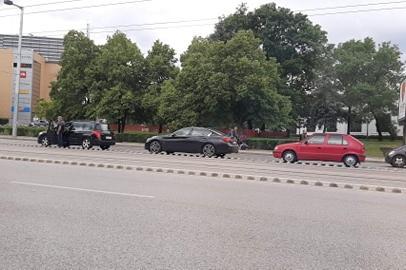 """Животът в София """"спря"""" заради сирените- млади и стари почетоха Ботев"""