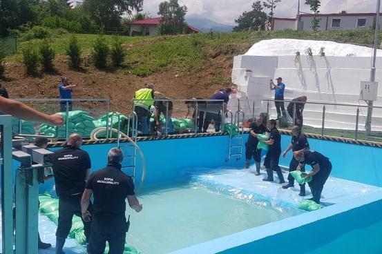 Демонстрация: АПП спасиха два живота при наводнение на къща