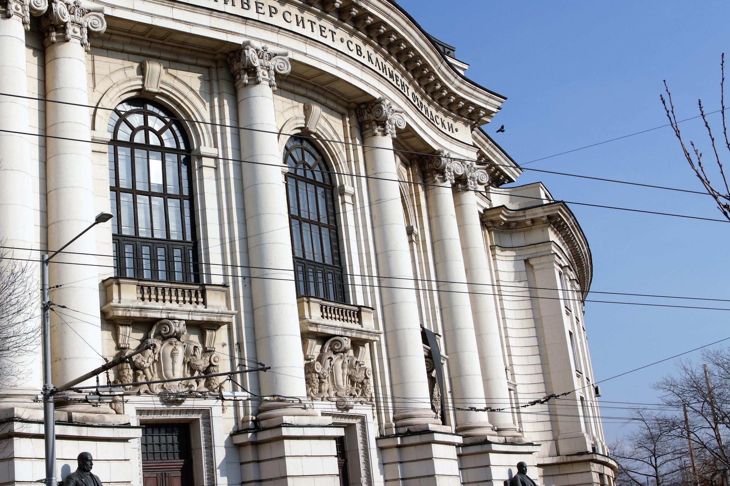 Изпит по биология за кандидат-студенти тече в Софийския университет