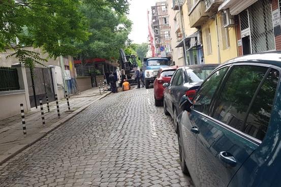 """""""Топлофикация"""" работи по авария на ул. """"Будапеща"""""""