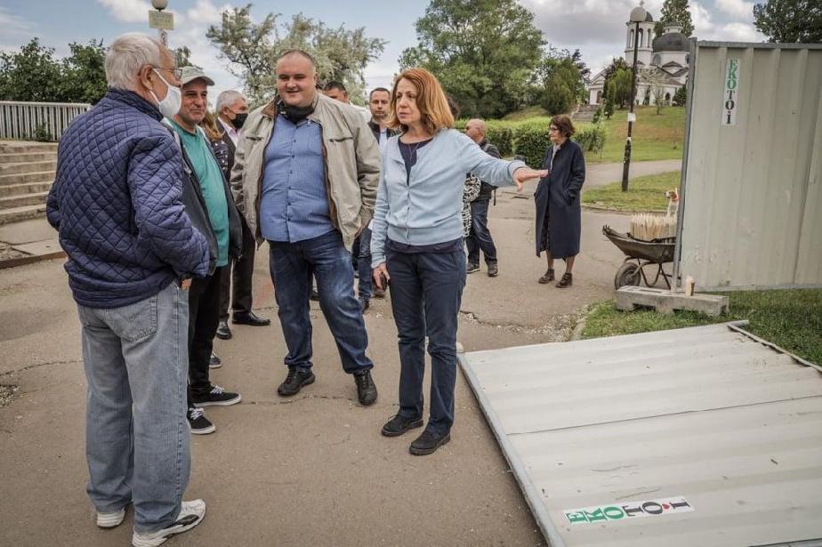 Кметът на София провери старта на обновяването на  езерото в Дружба