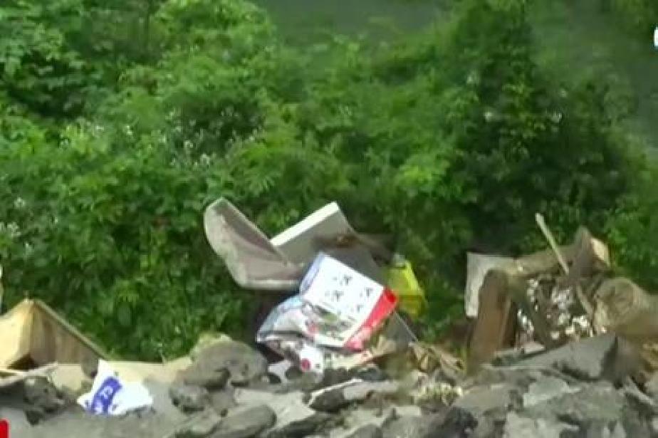 Общинари от Своге заливат река Искър с отпадъци