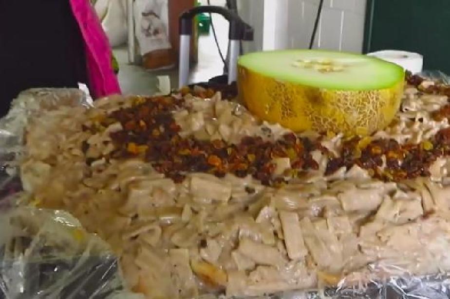 Торта от хляб с квас, плодове и макарони ще хапва слоницата Артайда за ЧРД