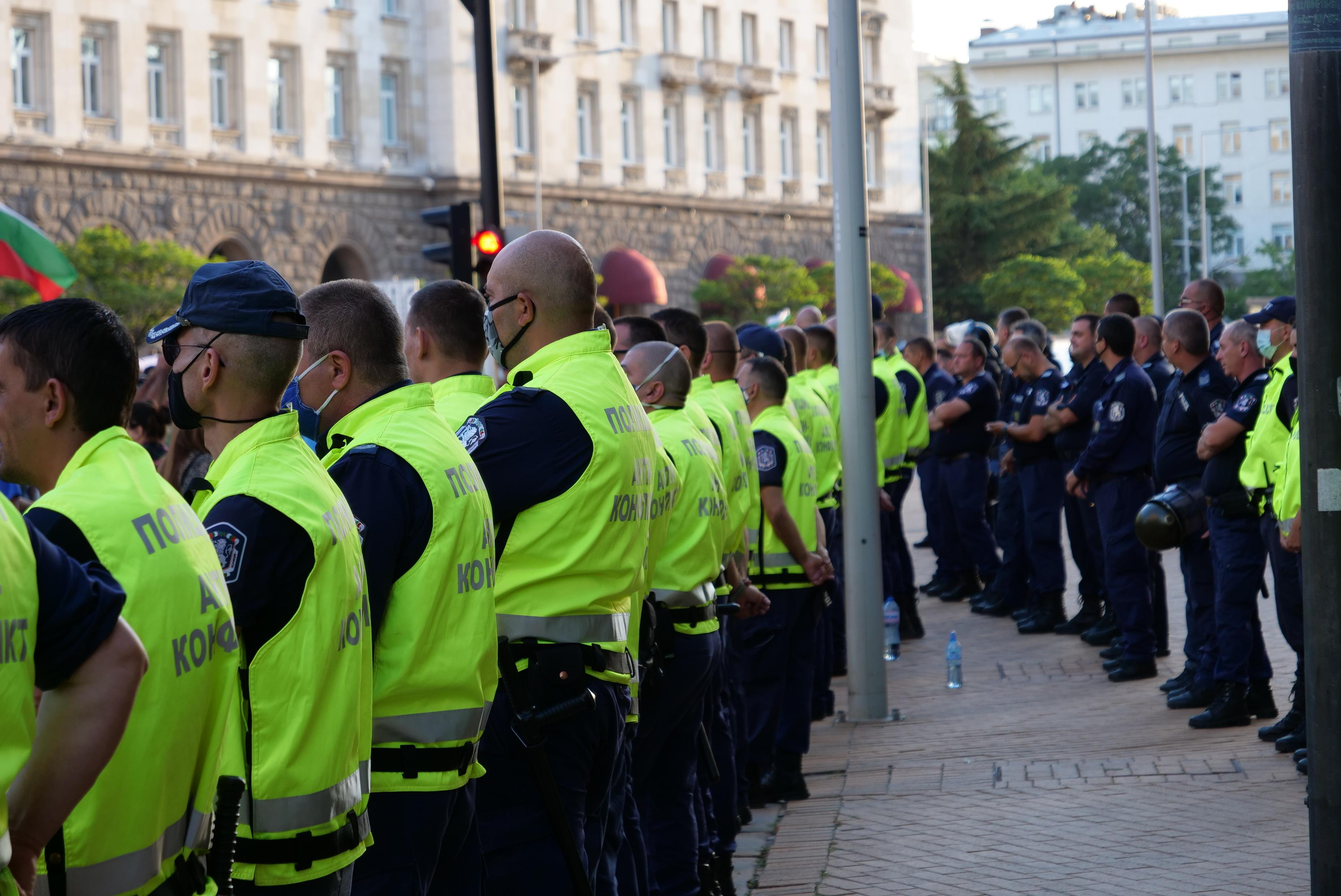 СДВР за инцидента пред СУ: Няма свидетели,че шофьорът е ударил демонстрант
