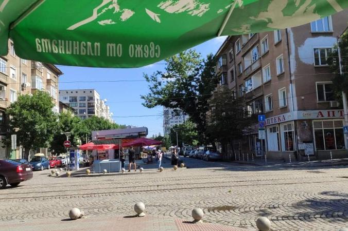 """Модернизират видеонаблюдението на пазара """"Димитър Петков"""" в София"""