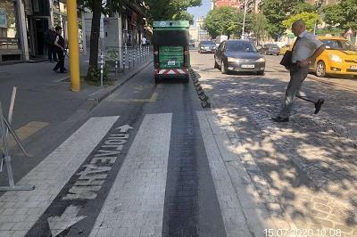 Тротоари и велоалеи в София се чистят от електрически мотометачки