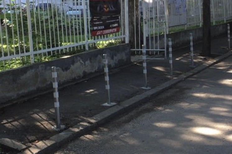 ЦГМ сложи колчета по тротоара на църквата в Надежда