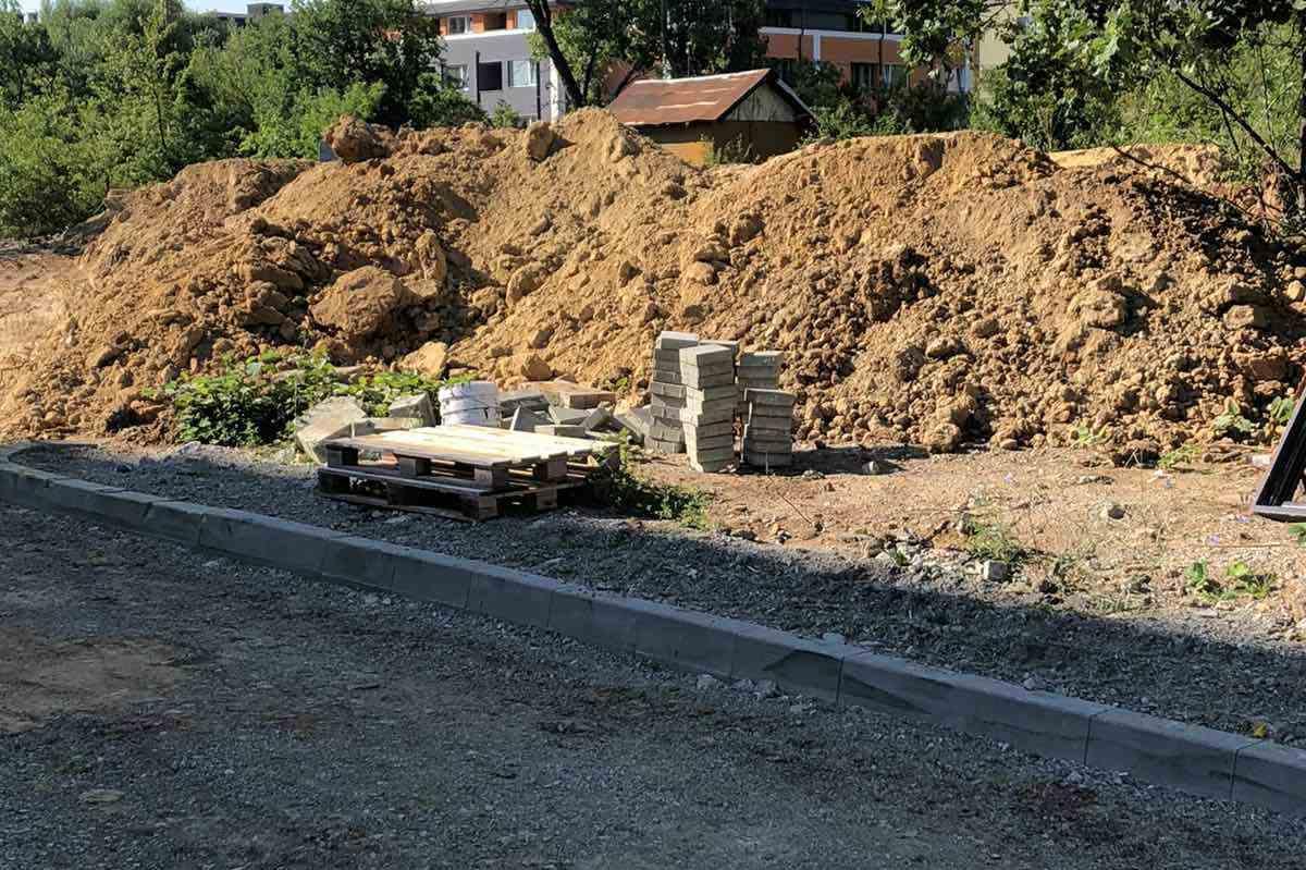 """Два акта за строител от """"Лозенец""""- за мръсни камиони и трупане на материали"""