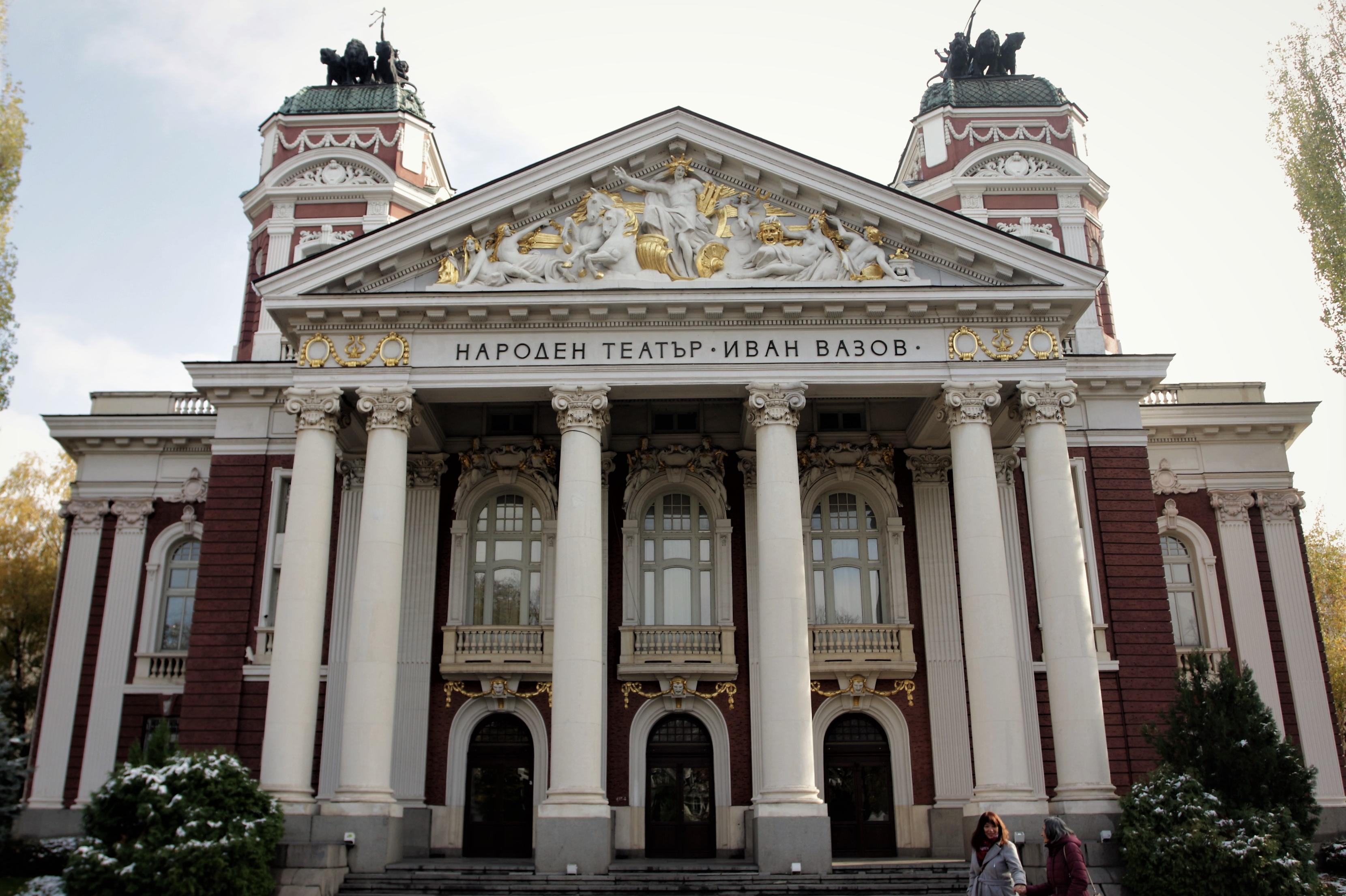 Народният театър с 19 представления през август