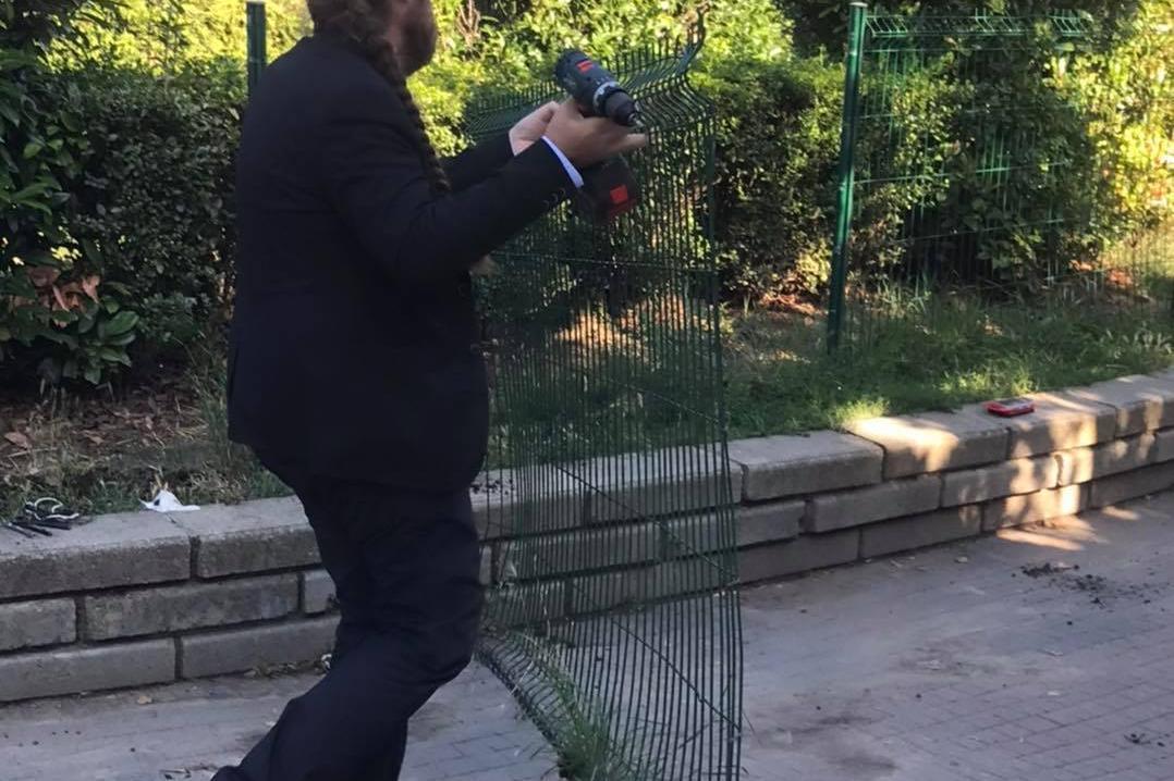 """Кметът на Слатина светкавично премахна опасна ограда на парк """"Гео Милев"""""""