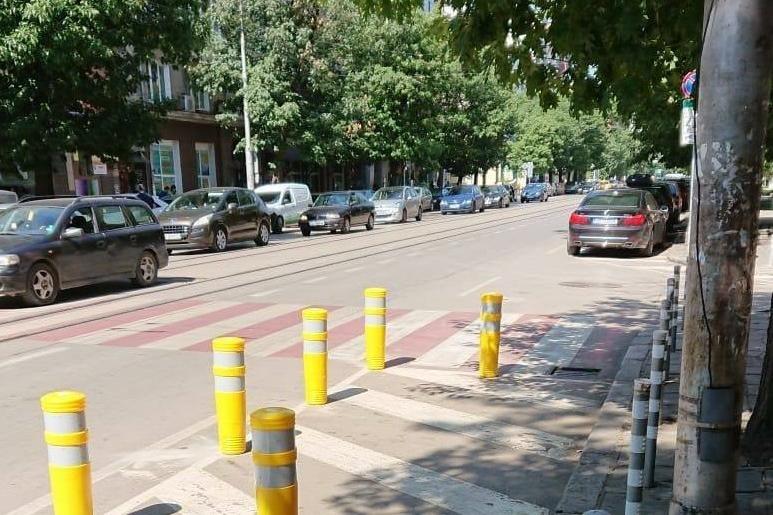 """Монтират ограничители до пешеходни пътеки на """"Ал. Стамболийски"""" в София"""