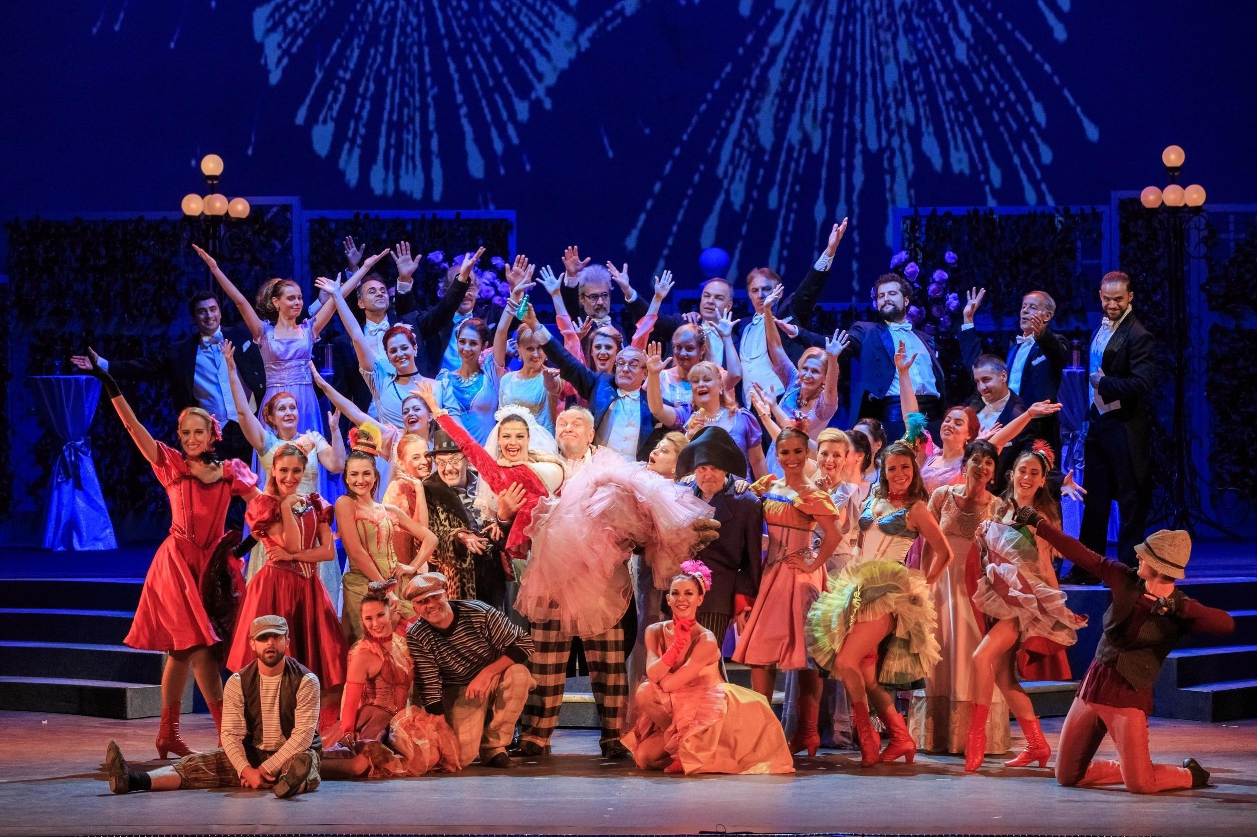Циркови артисти на сцената на Оперетата през новия сезон