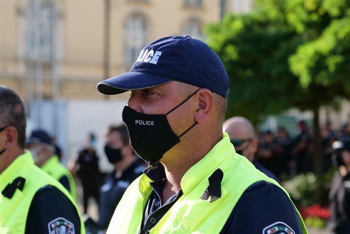 """Столичните полицаите с жилетки """"Антиконфликт"""" на протеста"""