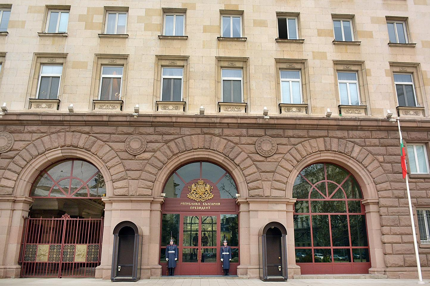 В президентството влязоха спецпрокурори, претърсват кабинети