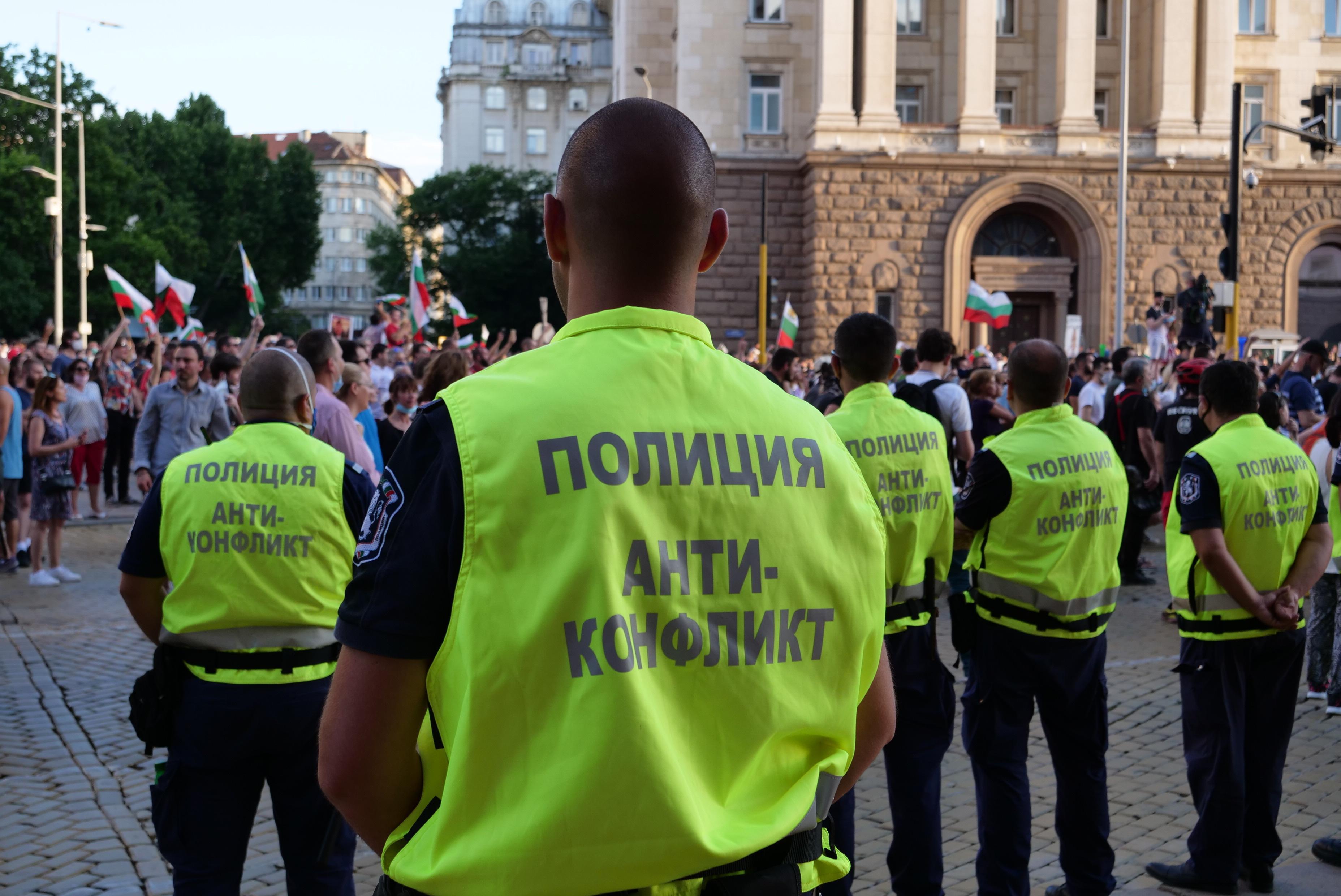 На вчерашните протести в София: Кола е ударила мъж