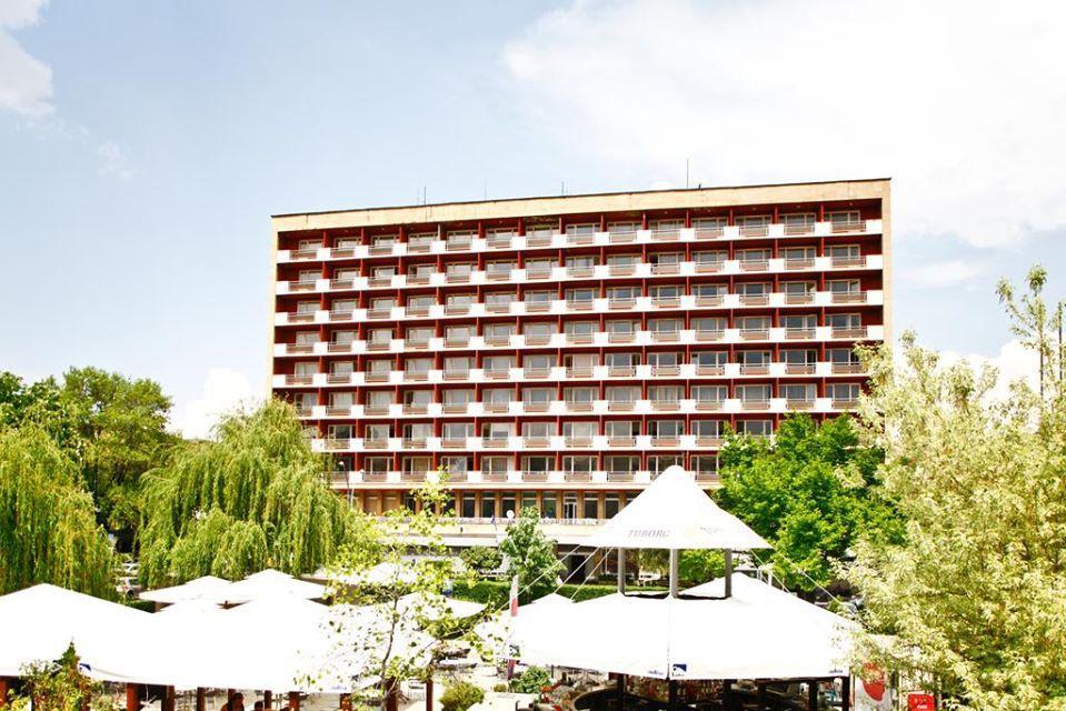 """Искат събаряне на  хотел """"Рила"""" в София, правят на мястото му нов комплекс"""