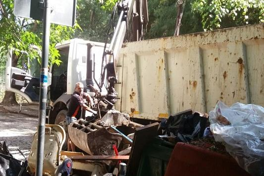 """Събраха и извозиха над 6 тона едри отпадъци от """"Манастирски ливади- изток"""""""