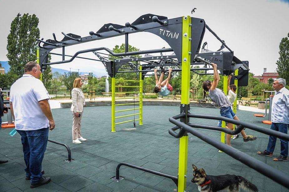 """Готова е новата площадка за фитнес в парк """"Дружба"""""""