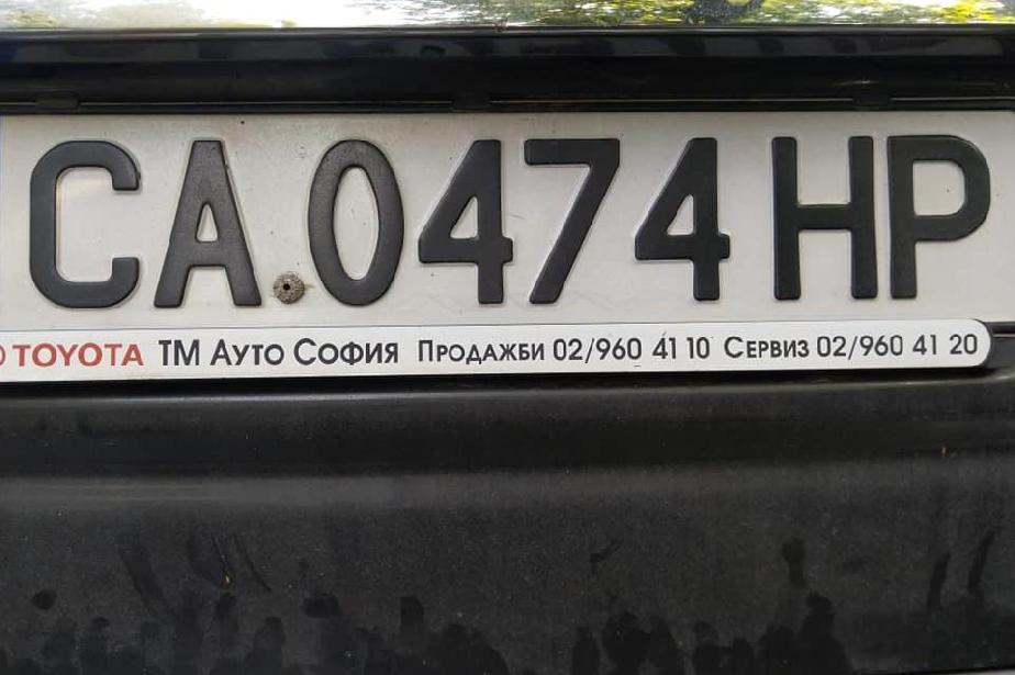 Стихията отнесе регистрационни табели на коли, собственици си ги търсят