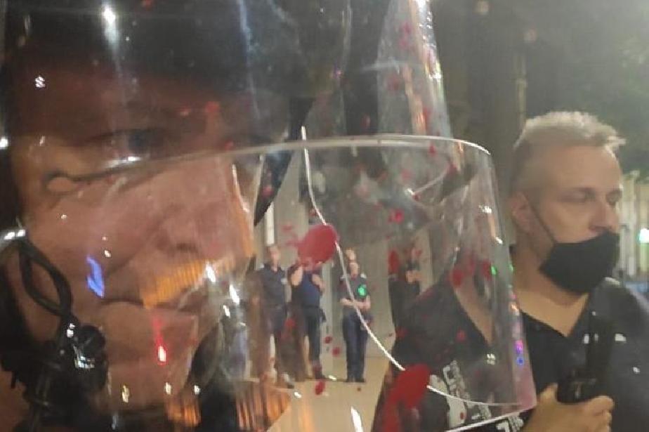 След щурма пред Партийния дом: Шестима задържани и трима ранени