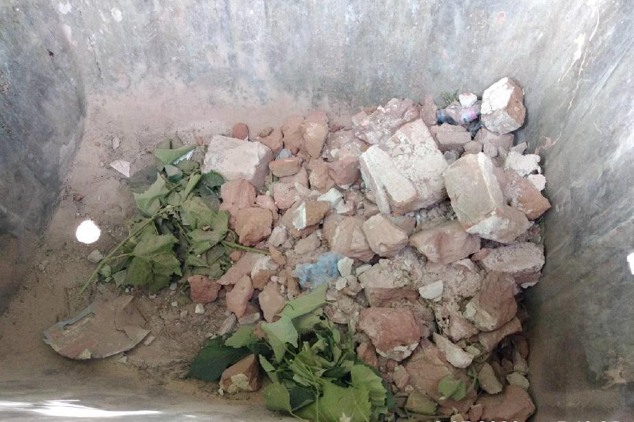 Жител на Казичене изхвърли тухли при битовите отпадъци и получи глоба