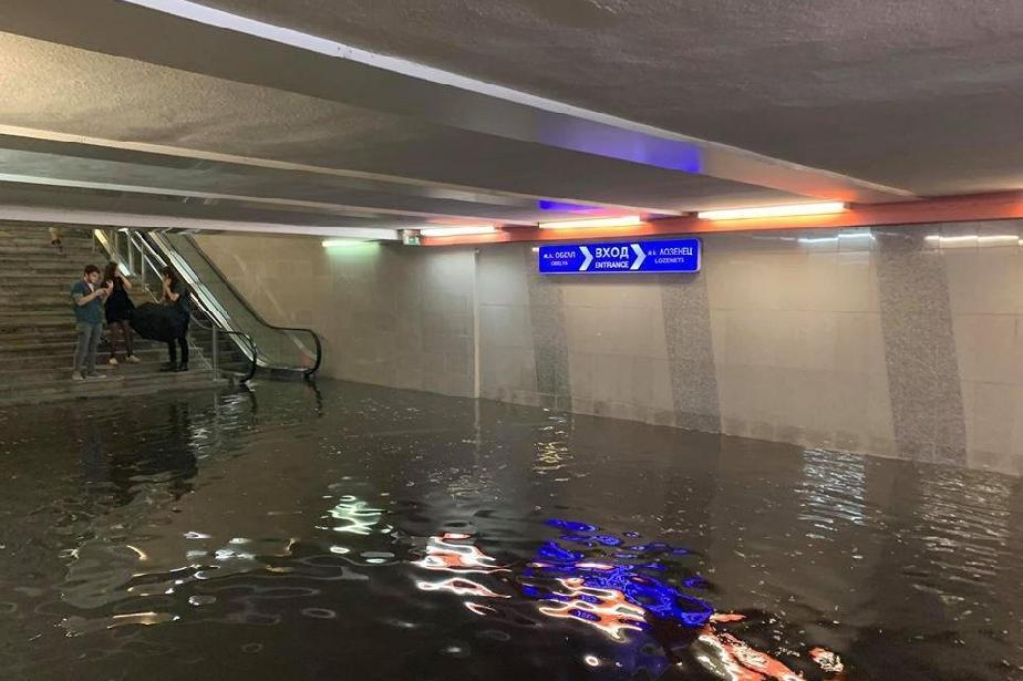 """След потопа в София: Най-много сигнали за наводнения в """"Триадица"""" и """"Красно"""