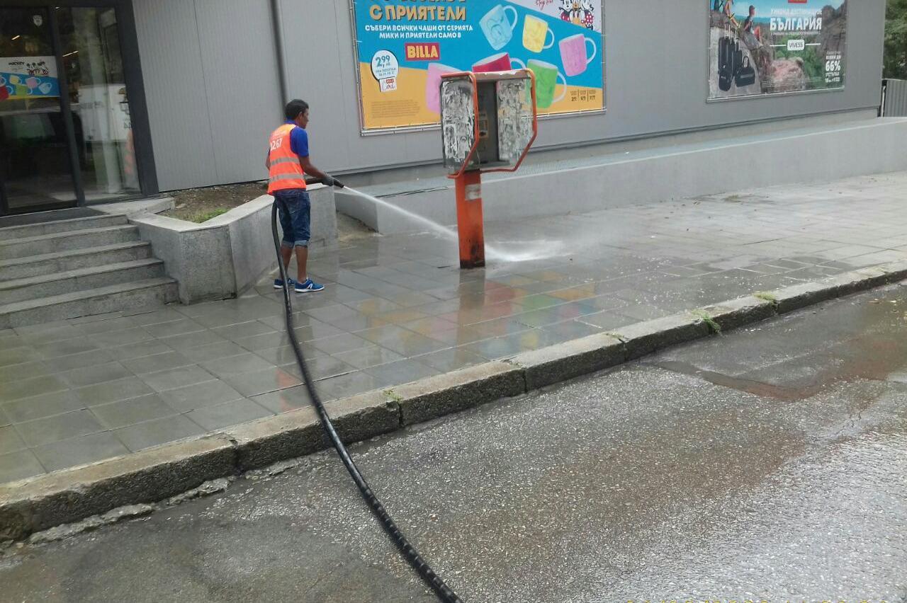 Мият улиците в 10 района на столицата