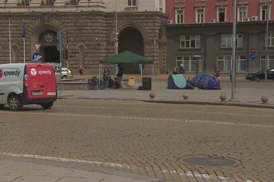 Нови палаткови лагери пред Министерски съвет и президентството