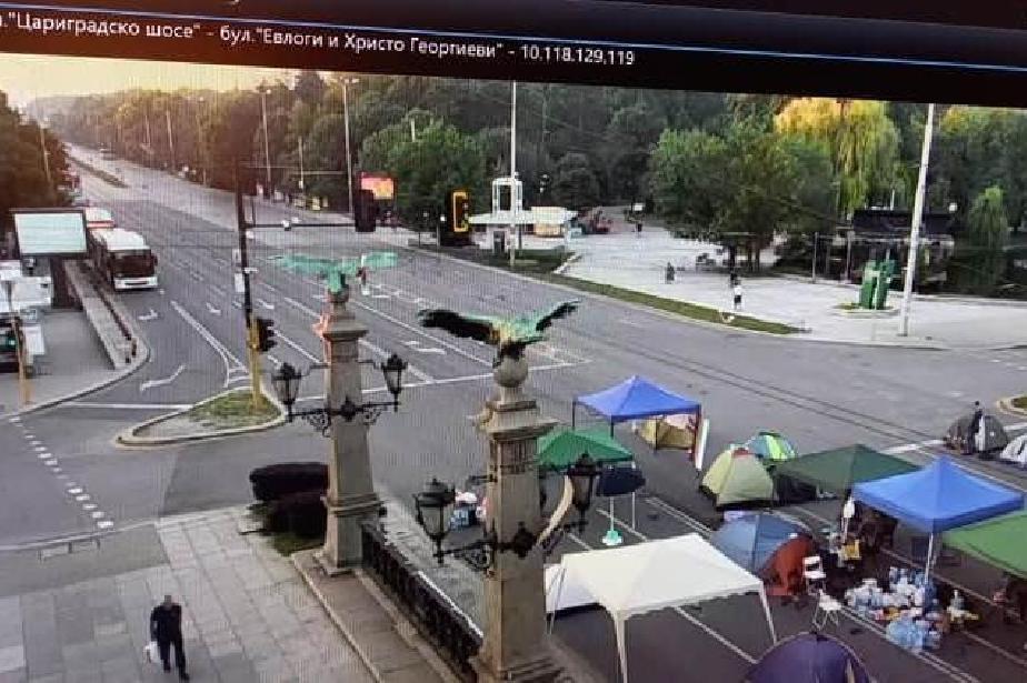 """Отново са блокирани кръстовищата на """"Орлов мост"""", СУ и """"Цар Освободител"""", п"""