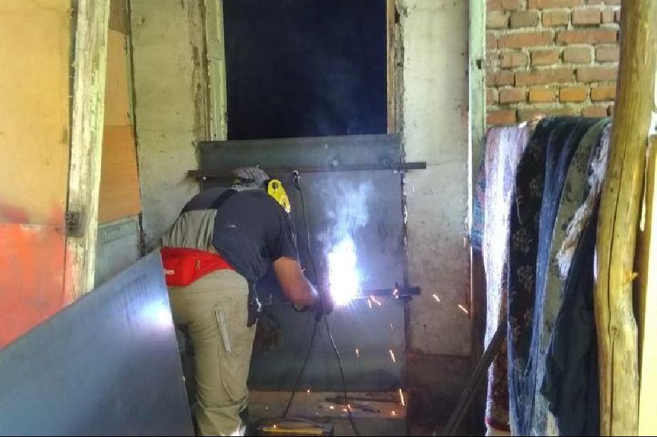 """Спряха достъпа на бездомници до постройките на """"Трайко Станоев и """"Пловдивск"""
