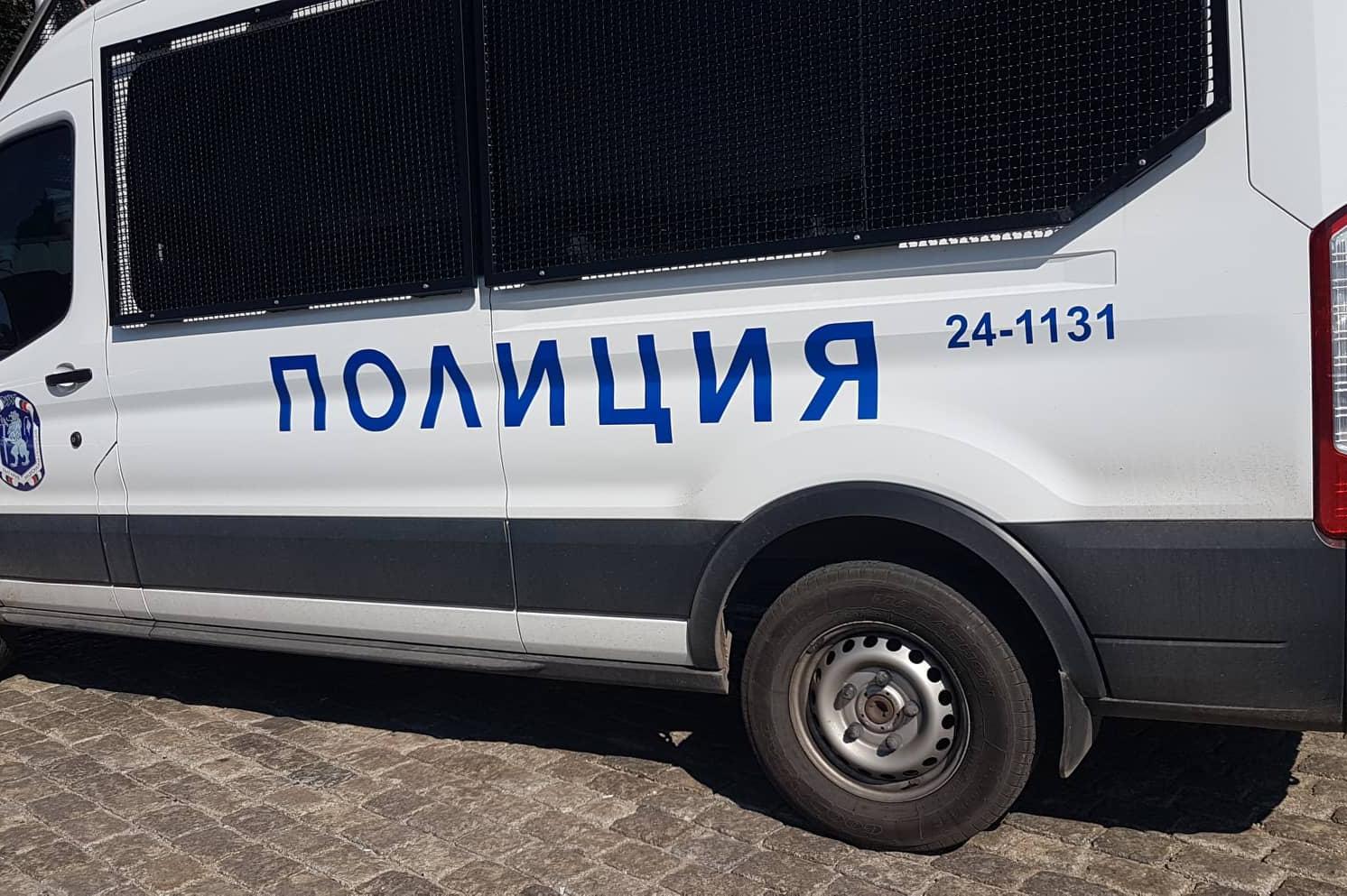 """Като по филмите: Полиция преследва бус в насрещното по """"Цариградско шосе"""""""