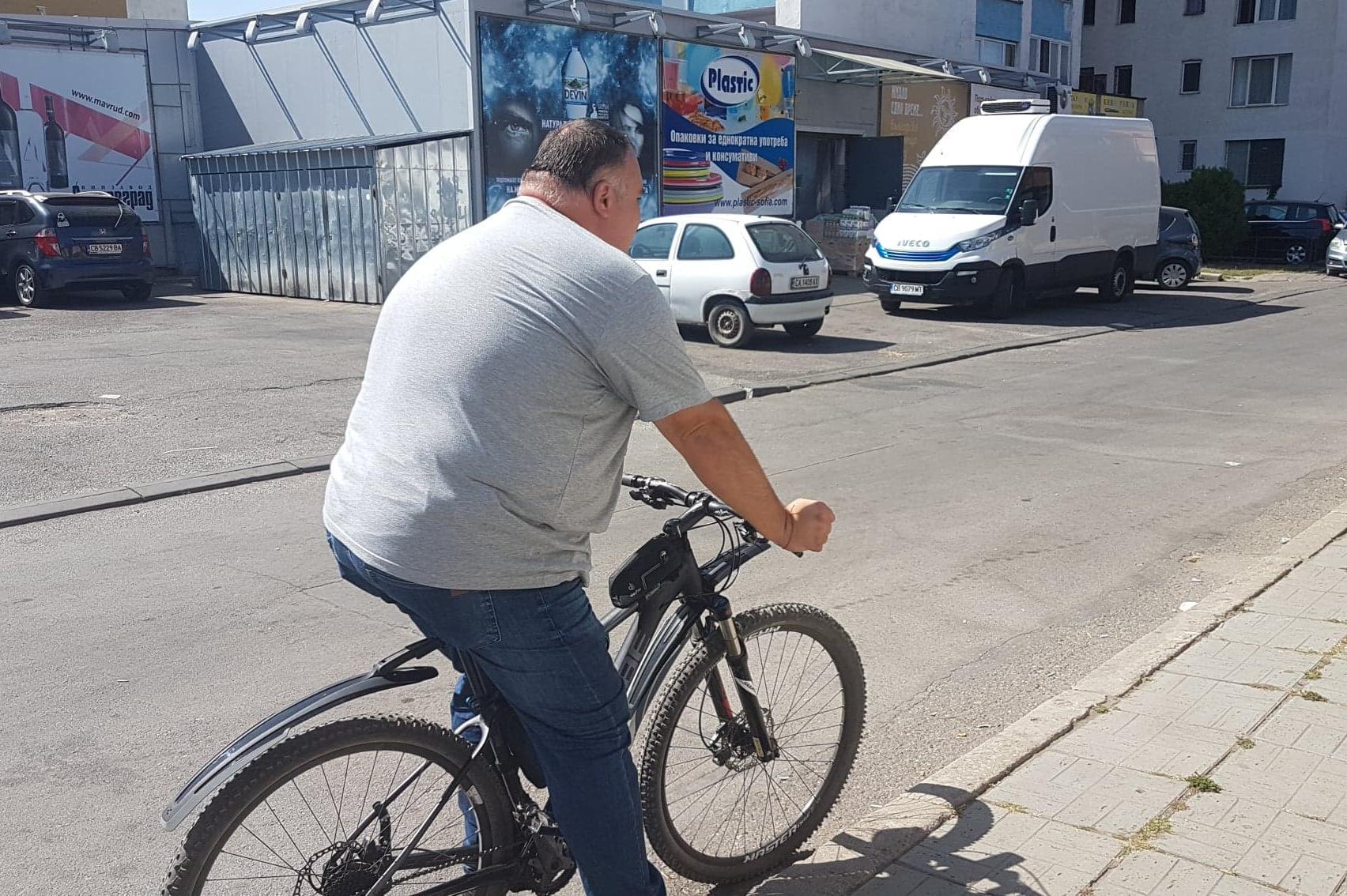 Кметът на Искър на колело проверява обектите в Дружба
