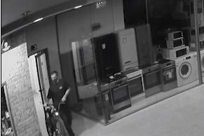 От блок в София: Мъж и жена откраднаха детски велосипеди