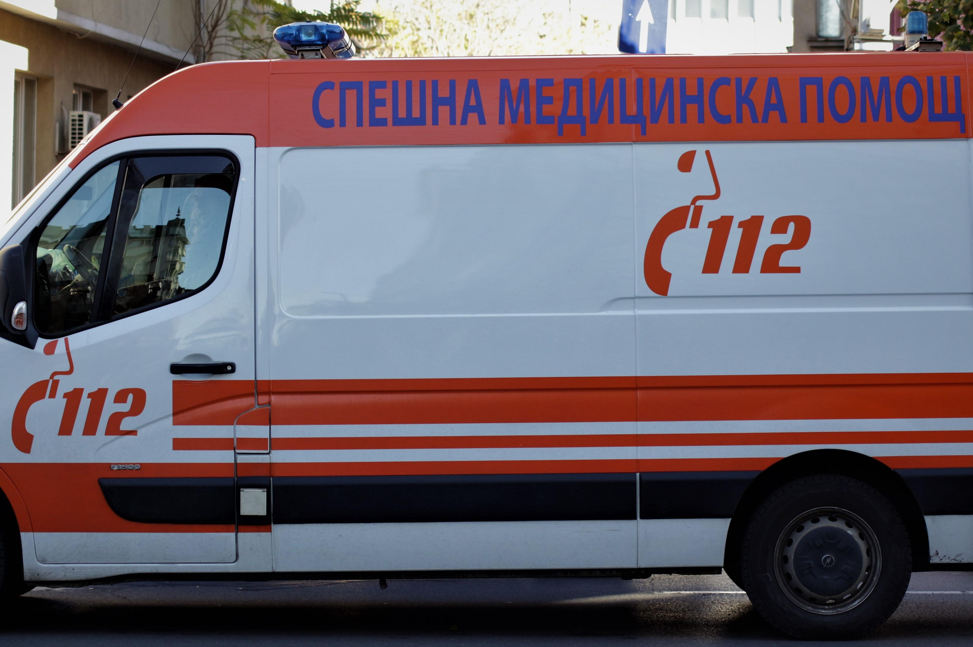 Четири коли се удариха край Костинброд, има починал