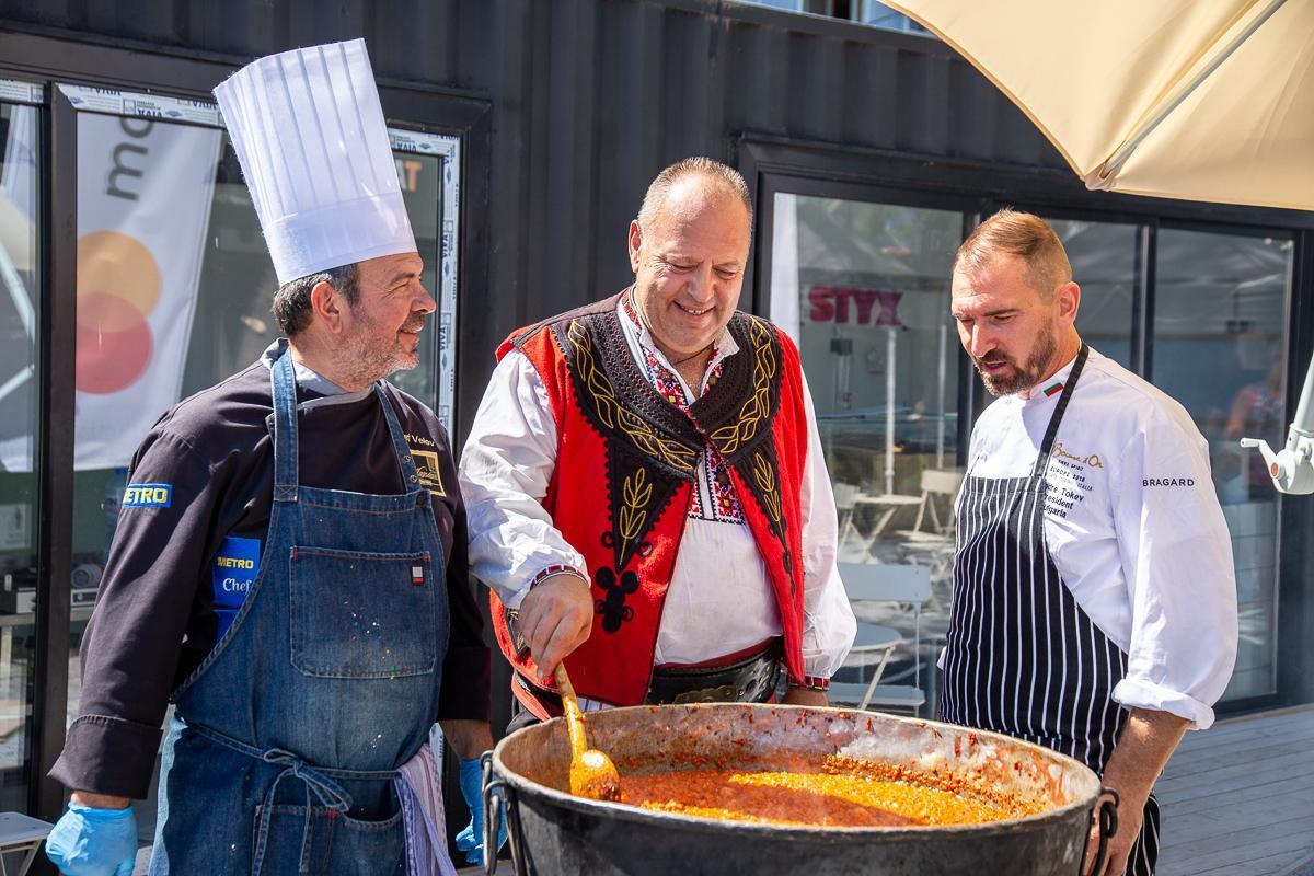 Кулинарни производители празнуваха на Фестивал на Розовия домат в столицата