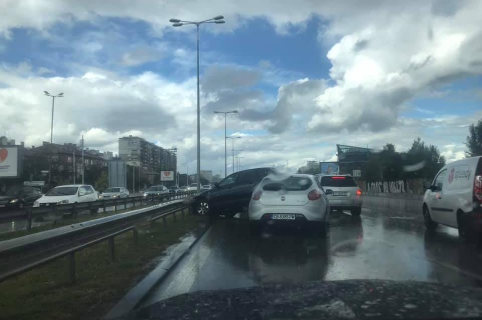 "Верижна катастрофа на ""Цариградско"" посока центъра"