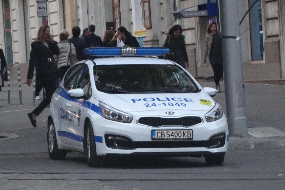 Полицията задържа малолетни, чупили стъкла в бившия РУМ в Правец