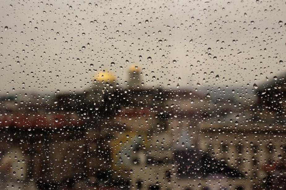 Без сигнали за наводнени улици и запушени шахти в София заради дъжда