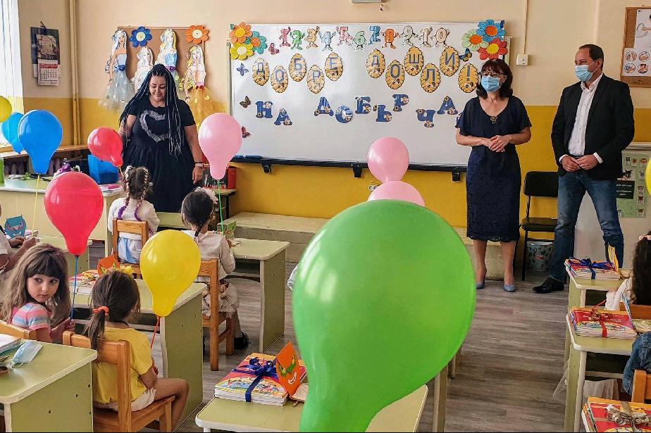 """224 първокласници започнаха училище в район """"Панчарево"""""""