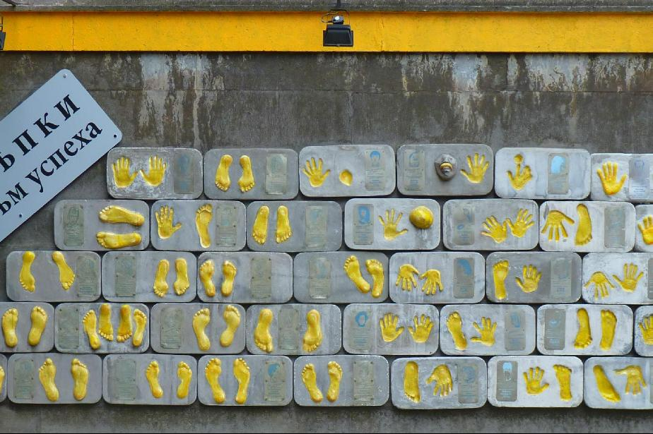 Още 4 български звезди оставят стъпки на Стената на славата пред Театър 199