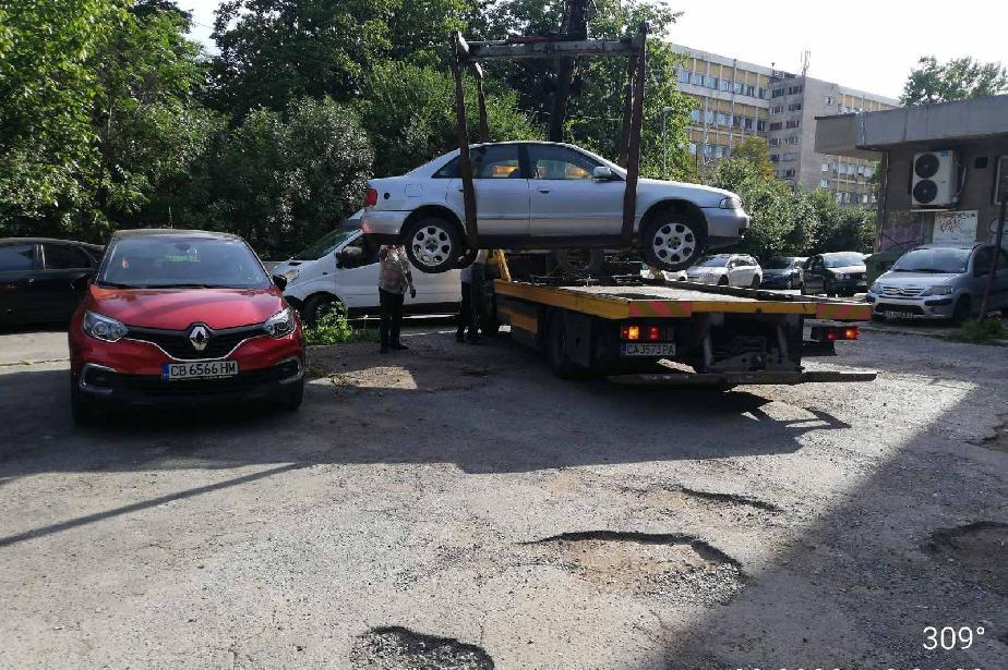 """Отново вдигат стари коли от улиците в """"Слатина"""""""