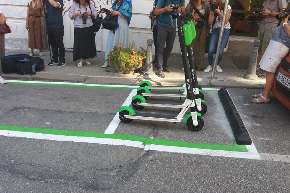 """Отсечка от """"Гурко"""" става царство на електрически скутери и велосипеди"""