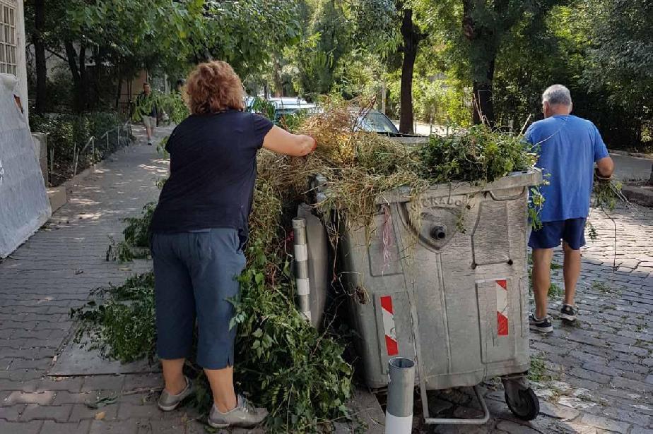 """Хора от """"Лозенец"""" отнесоха глоба за хвърляне на храсти и клони при битовите"""