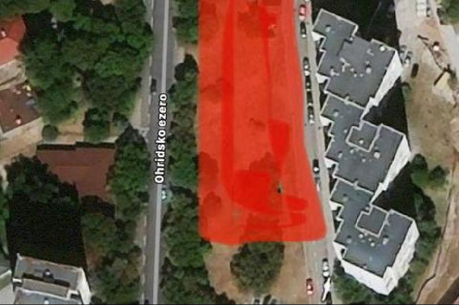 Частен терен в Зона Б5 става паркинг, живеещите недоволни, паркирали свобод
