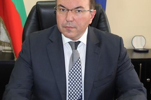 Здравният министър спря плановите операции в София