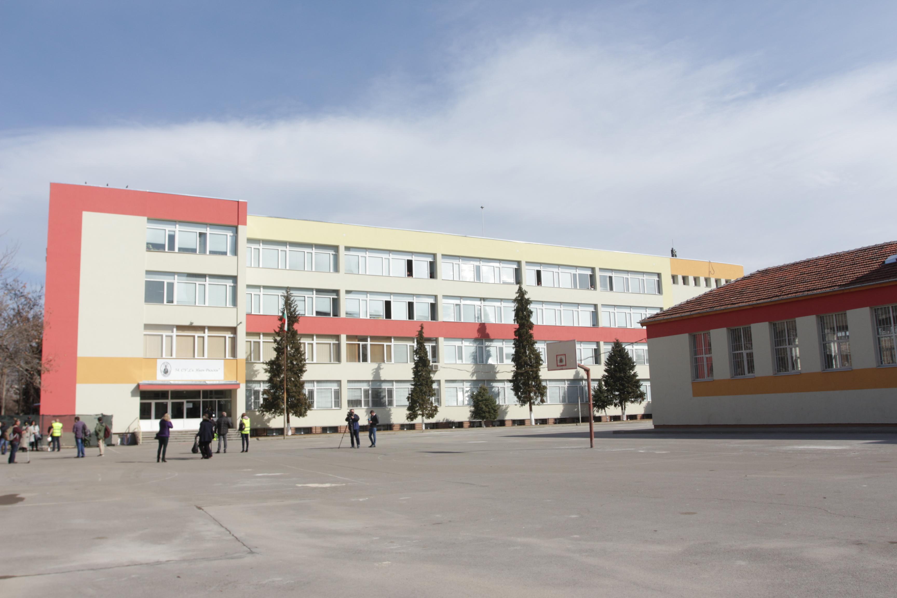 Училища и градини в София с правила за бърза реакция при заразени с COVID-1