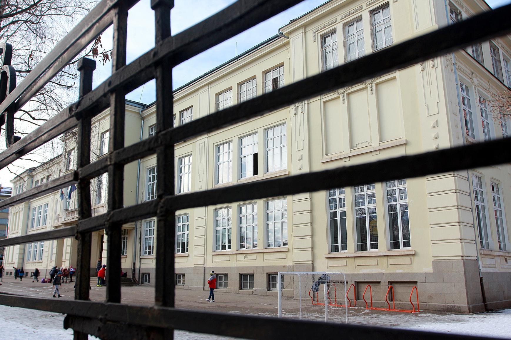 Повече от 300 човека навити да заместват учителите с COVID-19 в София