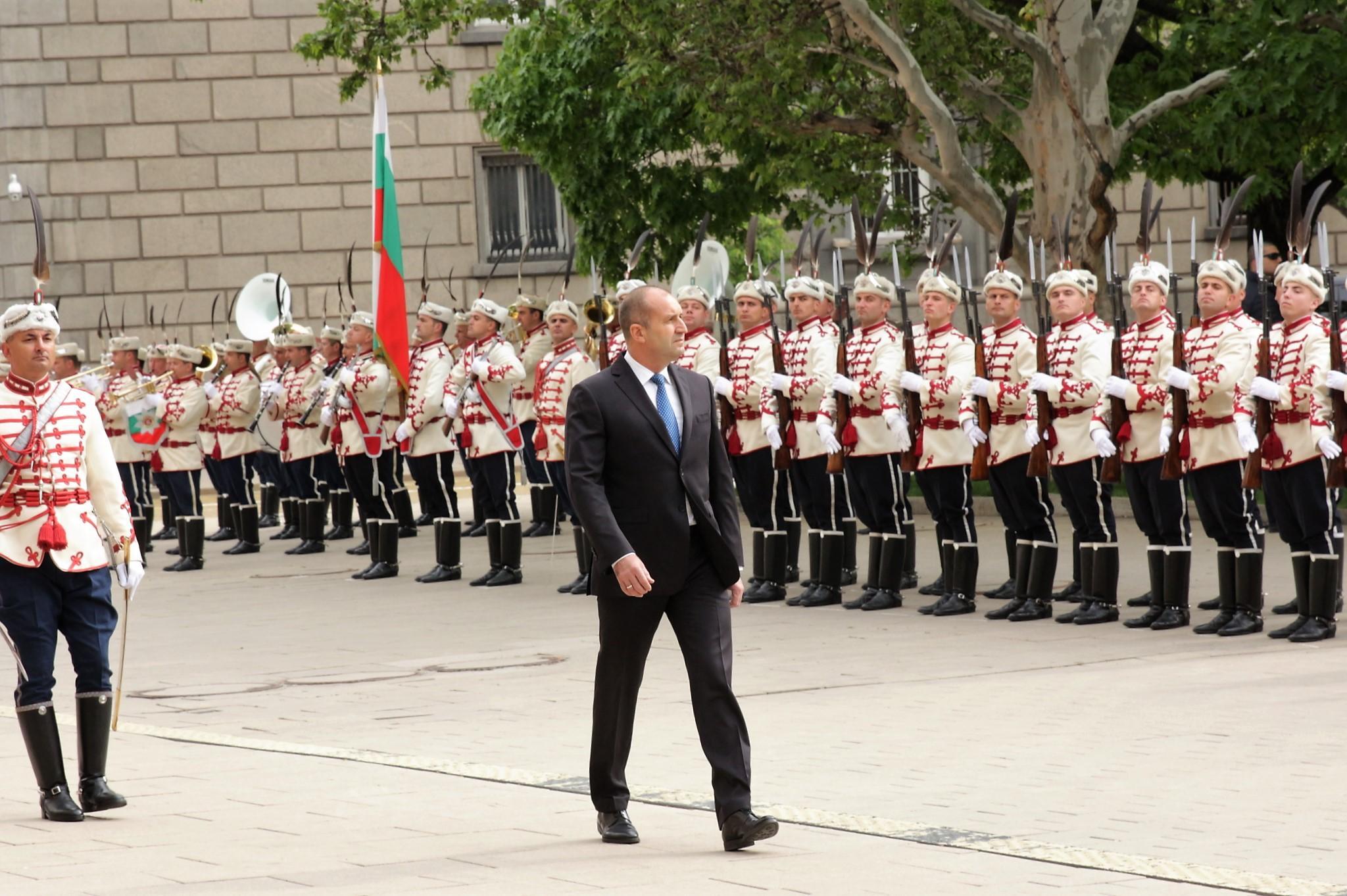 Главният секретар на президента с COVID-19, Радев се самоизолира